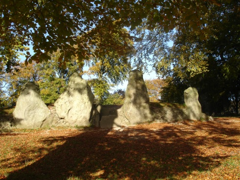 Wayland's Smithy in Autumn 2006