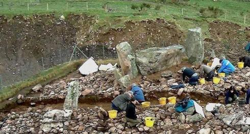 Tomnaverie – see how insanely close to the stones the quarry is – during excavation. (Credit Peter Donaldson)