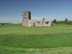 Knowlton Church and Henge © Alan S.