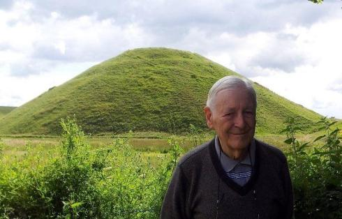 Lord Avebury at Silbury